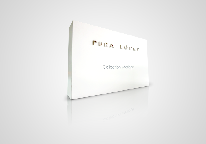Pura López display blanco